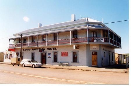 Grand Junction Hotel - Accommodation Batemans Bay