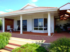 Close Encounters Bed and Breakfast - Accommodation Batemans Bay