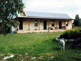 Mt Dutton Bay Woolshed Heritage Cottage - Accommodation Batemans Bay