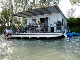 The Murray Dream Self Contained Moored Houseboat - Accommodation Batemans Bay