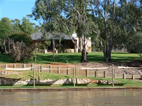 Roonka Riverfront Cottages - Accommodation Batemans Bay