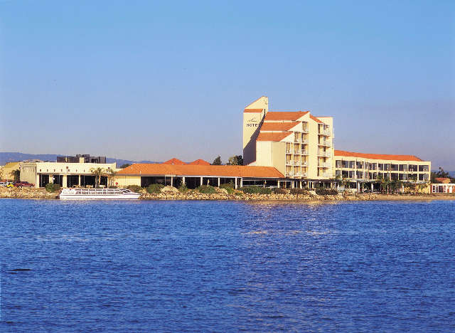 The Lakes Resort Hotel - Accommodation Batemans Bay