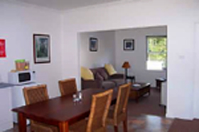 Giants' Table and Cottages - Accommodation Batemans Bay