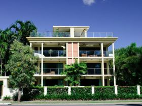 Cairns Beachfront Apartment - Accommodation Batemans Bay