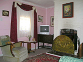 Hollyhock Cottage - Accommodation Batemans Bay