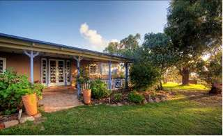 James Farmhouse and Rose Cottage - Accommodation Batemans Bay