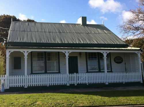 Ben Hyron's Cottage - Accommodation Batemans Bay