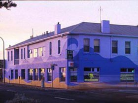 Beach Hotel - Accommodation Batemans Bay