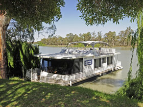 Boats and Bedzzz - The Murray Dream self-contained moored Houseboat - Accommodation Batemans Bay