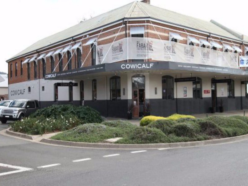 Cow and Calf Hotel - Accommodation Batemans Bay