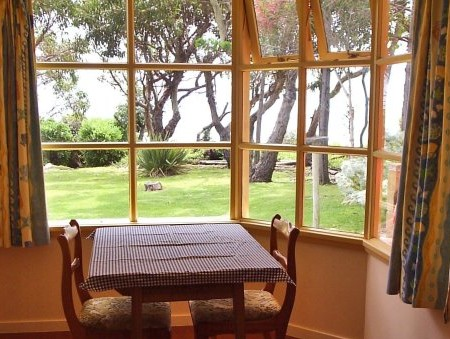 Anchlia Waterfront Cottage - Accommodation Batemans Bay