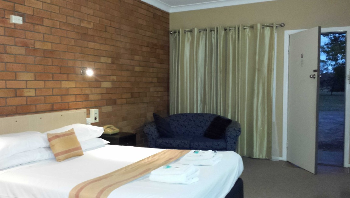 AA Hilldrop Motor Inn - Accommodation Batemans Bay
