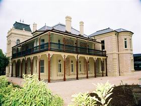 Auchendarroch House and Wallis Tavern - Accommodation Batemans Bay