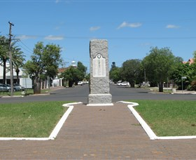War Memorial and Heroes Avenue - Accommodation Batemans Bay