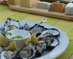 Oyster Shed on Wray Street - Accommodation Batemans Bay