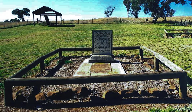 Yuranighs Aboriginal Grave Historic Site - Accommodation Batemans Bay