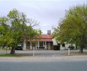 Round Hill Hotel - Accommodation Batemans Bay