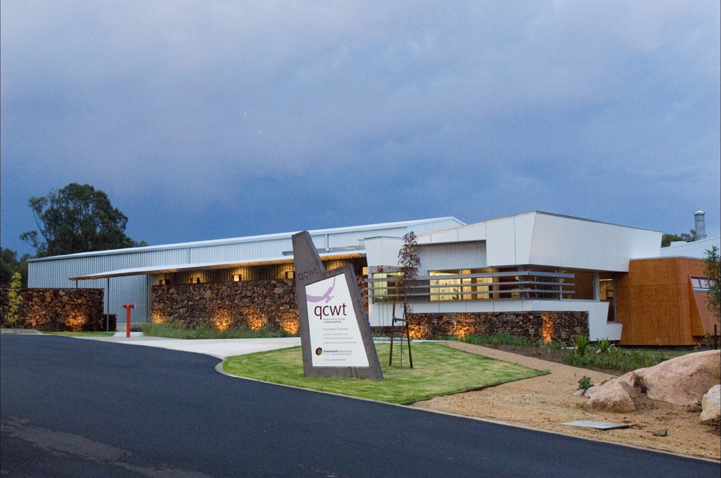 Varias Restaurant and Function Centre at the Queensland College of Wine Tourism - Accommodation Batemans Bay