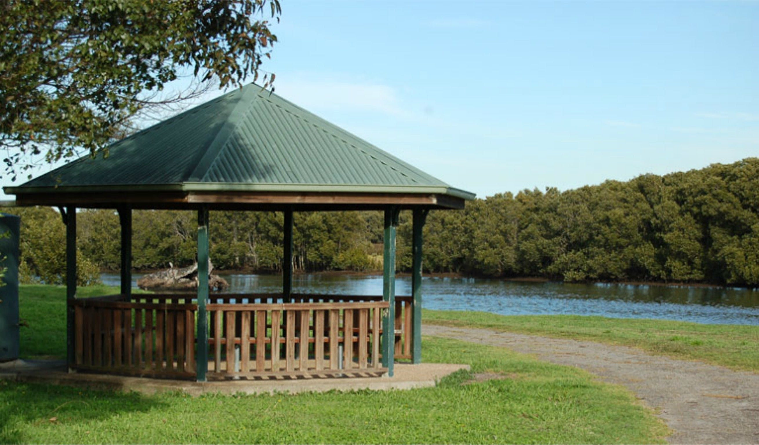 Scotts Point Way to Riverside Park trail - Accommodation Batemans Bay