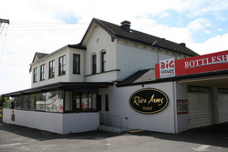 River Arms Hotel - Accommodation Batemans Bay