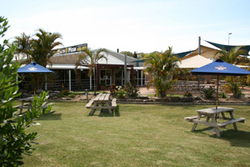 Moonee Beach Tavern - Accommodation Batemans Bay