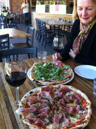 Bastoni Pizzeria - Accommodation Batemans Bay
