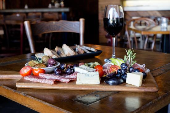 Little Lily's Wine and Tapas Cafe - Accommodation Batemans Bay
