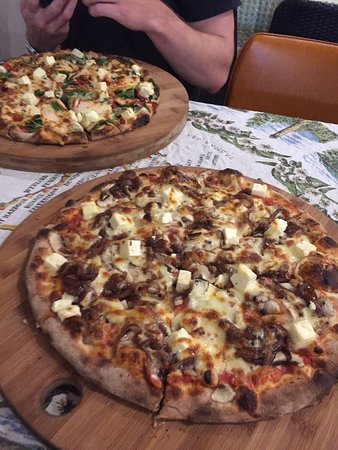 Earth Oven Wood Fired Pizza - Accommodation Batemans Bay