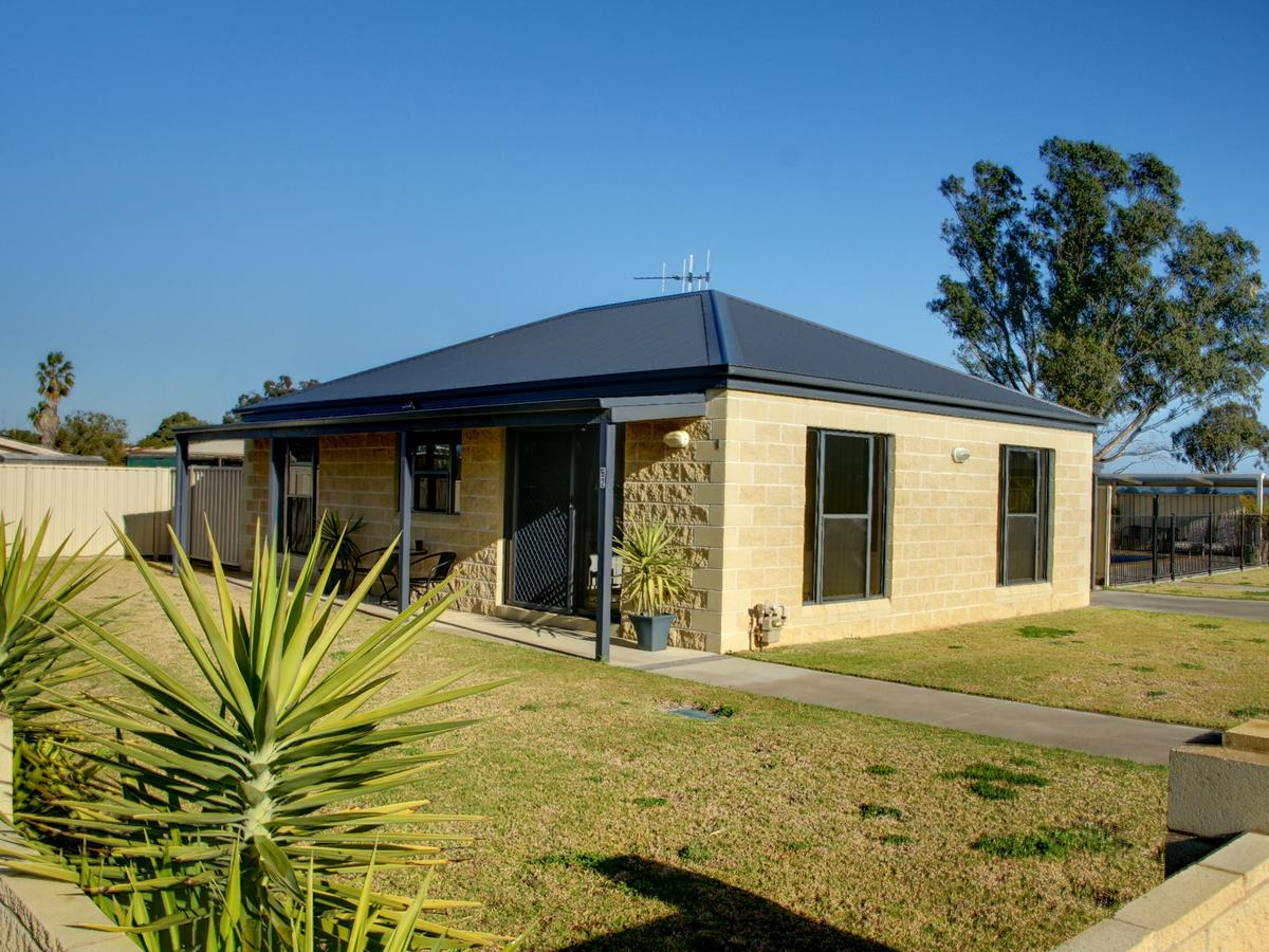 DBJ Holiday Units - Accommodation Batemans Bay