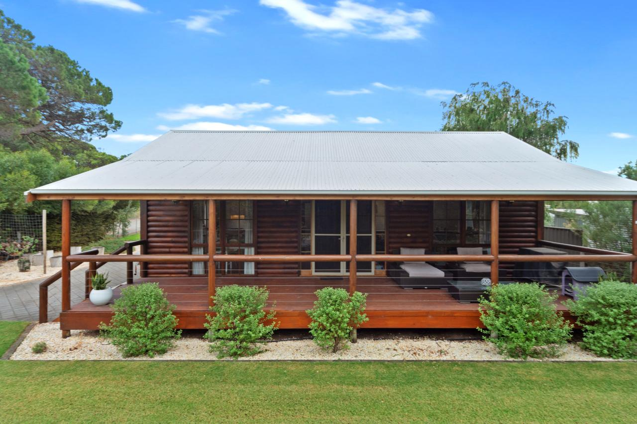 The Log Cabin - 47 Jetty Road - Accommodation Batemans Bay