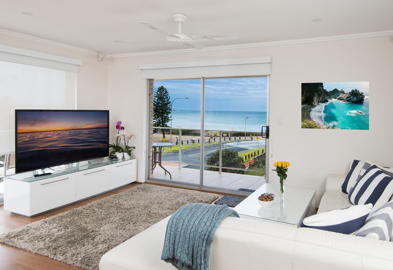 Stylish 3 Bedroom Beachview Apartment - Accommodation Batemans Bay