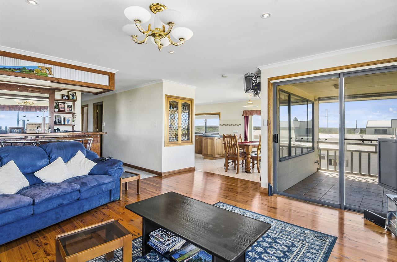 Rocks Retreat House with Sea Views - Accommodation Batemans Bay