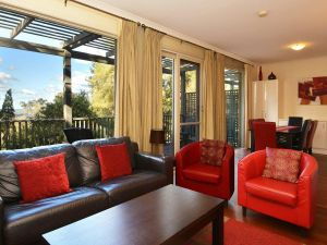 Villa Cypress located within Cypress Lakes - Accommodation Batemans Bay