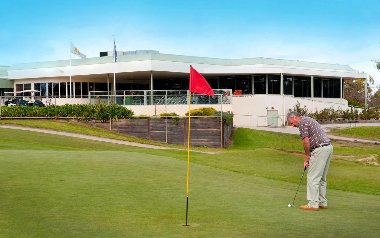 cluBarham Golf Resort - Accommodation Batemans Bay