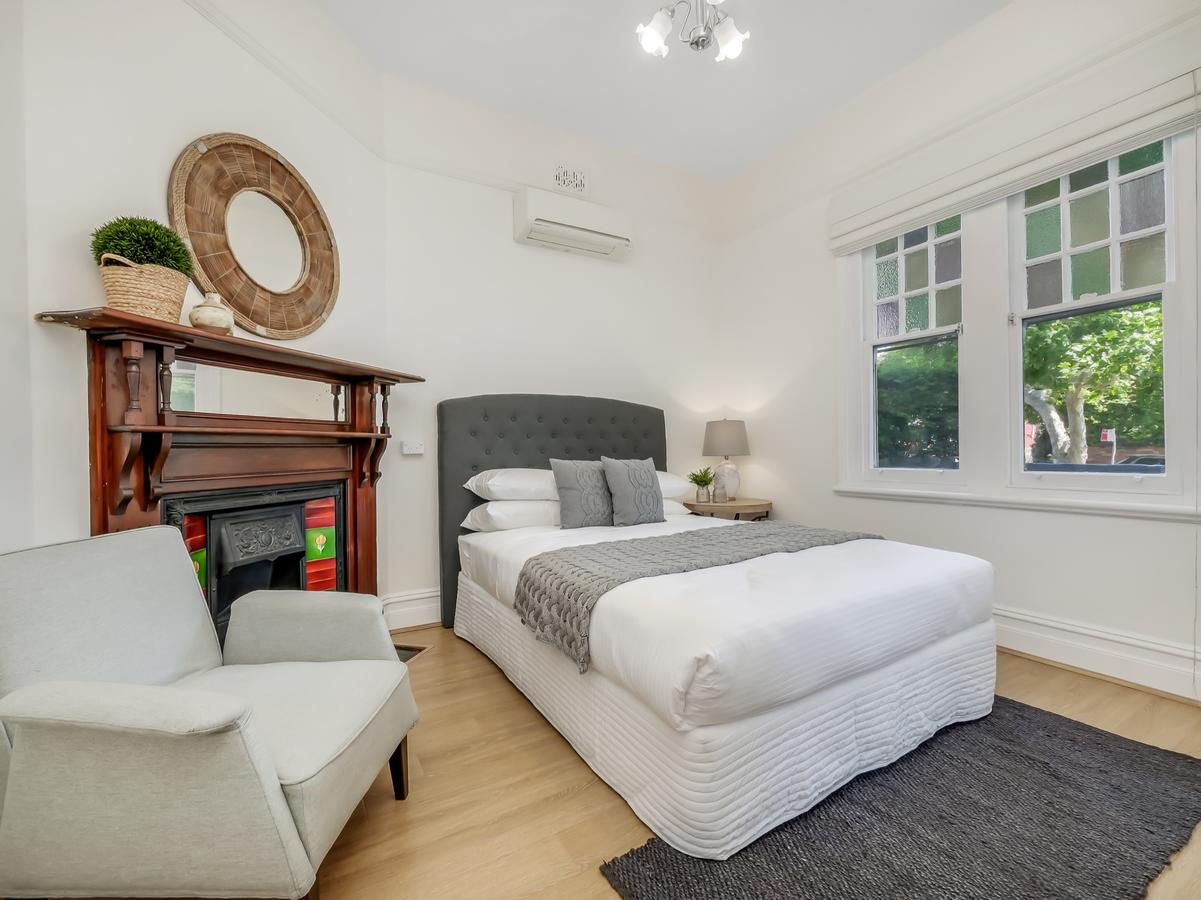 Large terrace in Sydneys lower North Shore - Accommodation Batemans Bay