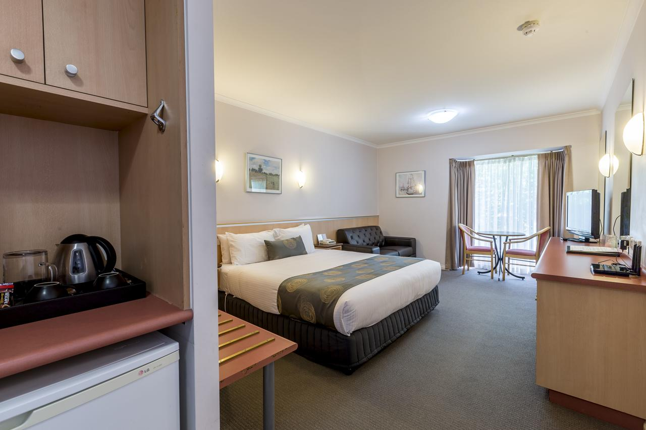 The Waverley International Hotel - Accommodation Batemans Bay