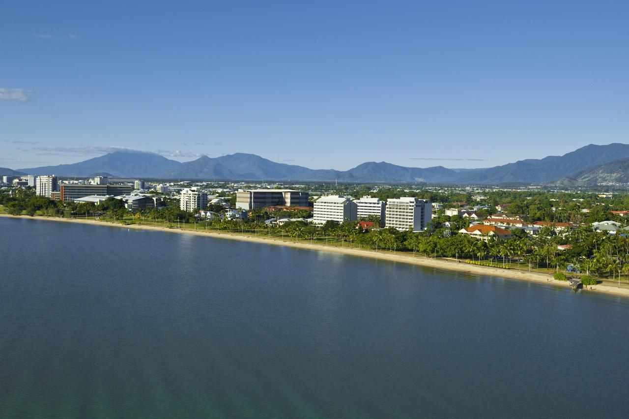 Holiday Inn Cairns Harbourside - Accommodation Batemans Bay